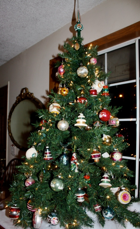 The vintage ornament tree